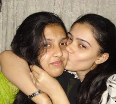 kiss lesbian Daughter indian and mom porn