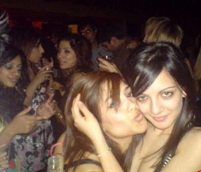 2dayhotphotos: 2 NRI Pakistani Collage Girls Lesbian ...