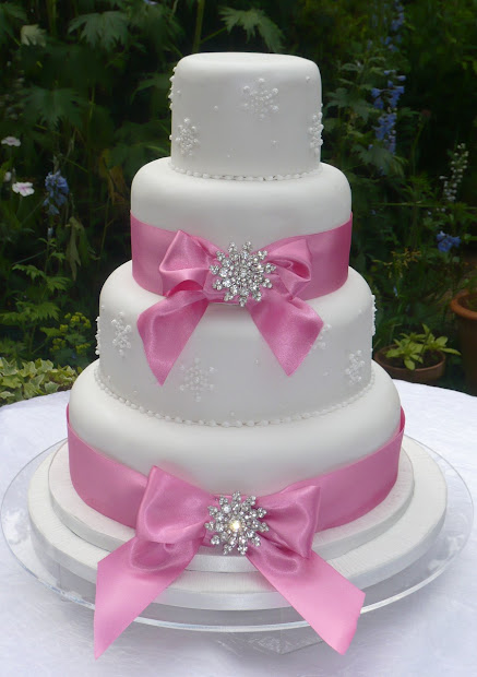 Ribbon Brooch Wedding Cakes