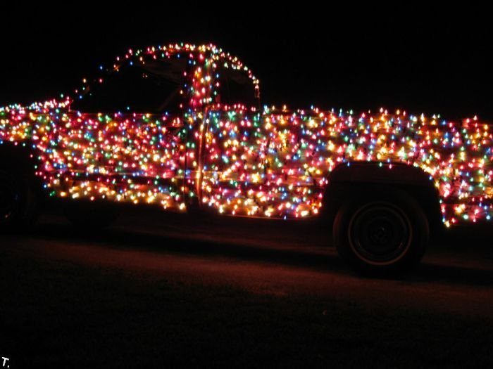 Christmas pickup van with 3000 bulbs