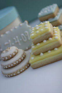 stacked wedding cake cookie favors the sweet studio stacked wedding cake cookies 20462