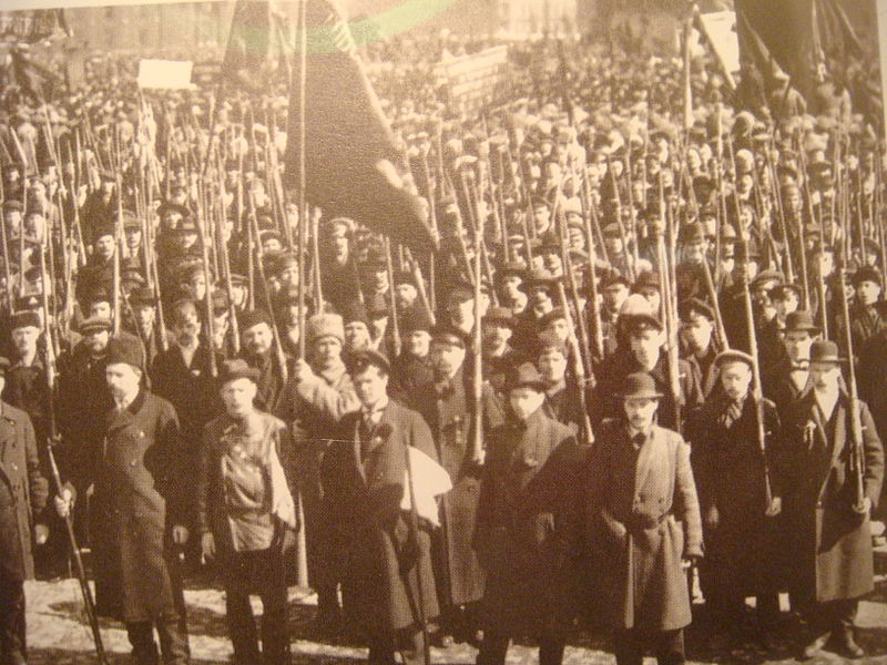 ... todo en medio de una Guerra civil como la que se vivio tras la Revolucion  bolchevique en Rusia y que se extendio hasta aproximadamente fines de 1922. 8b6f147958f