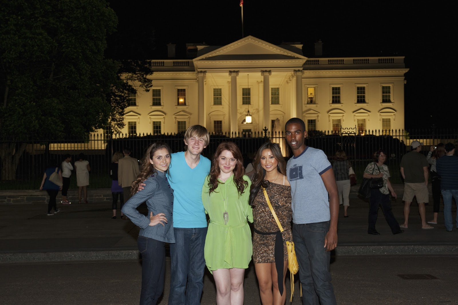 Brenda( Second right) was in a relationship with Jjavascript:void(0)ason Dolley(second left) in 2008