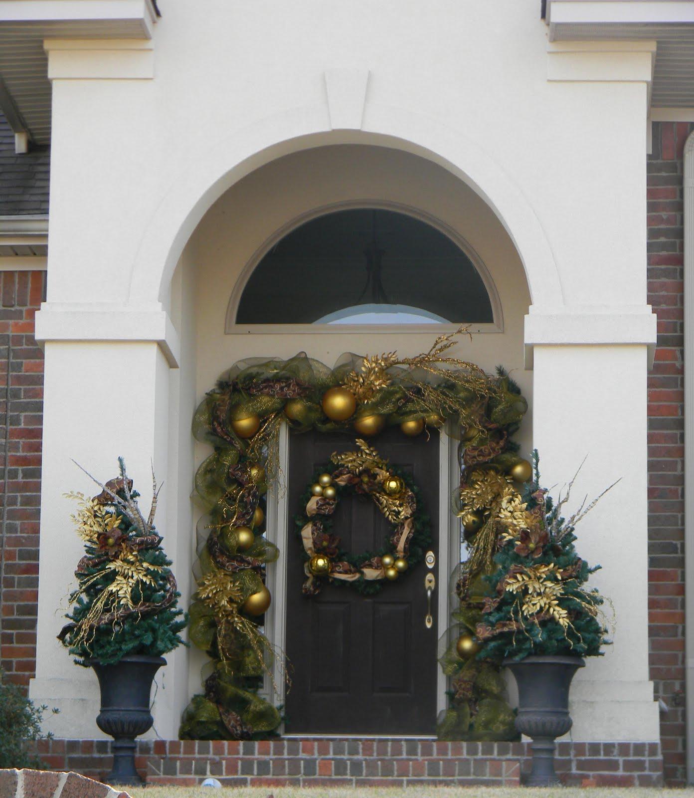 Christmas Door Decor Stalking