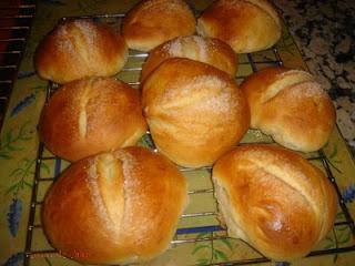 Desayuno del Domingo,para que no ayuneis que es maloooooooooo-http://3.bp.blogspot.com/_hbHUE8qxfNY/TNHWuZwroSI/AAAAAAAAACo/vEffrcrZ4O0/s320/Bollos.jpg