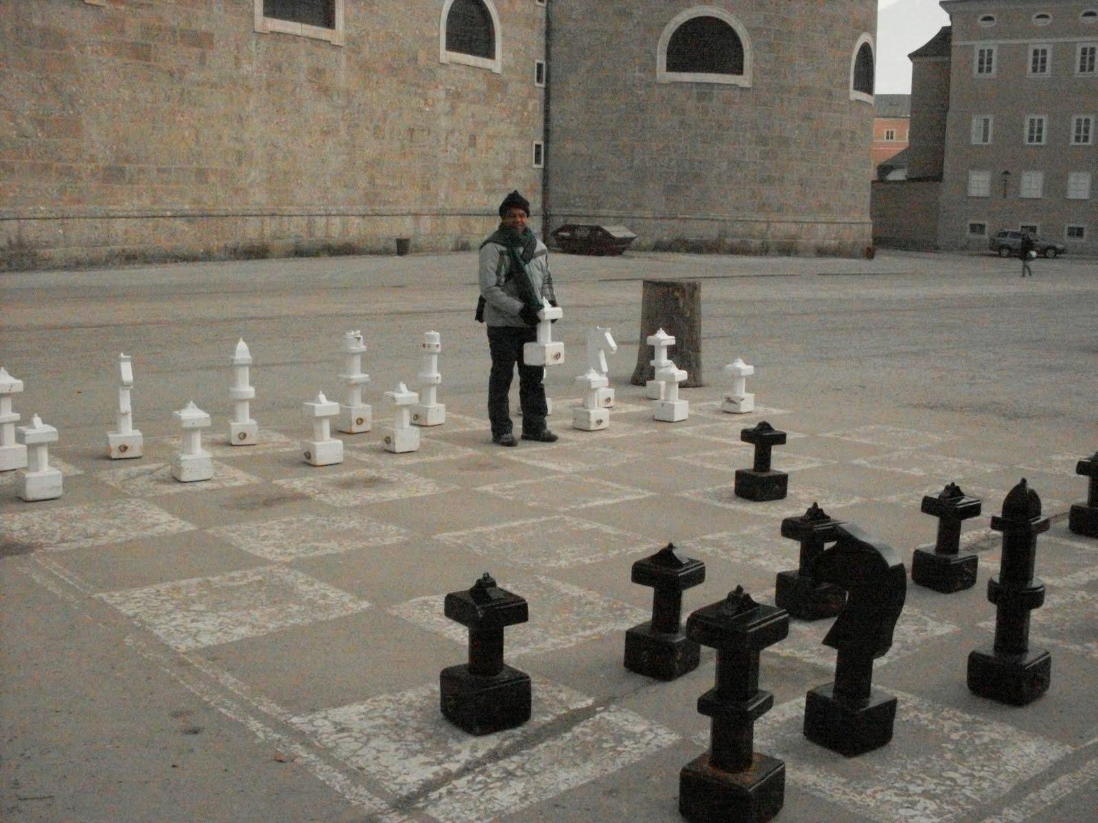 Resultado de imagem para Salzburg: Jogue xadrez gigante na rua