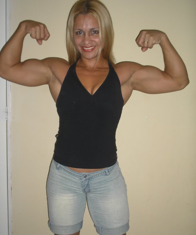 Muscular Girls: glaucia paiva shows her sexy and toned body