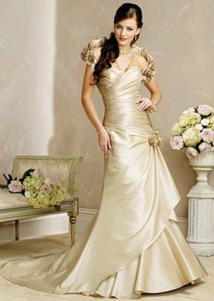 61446c3e9 A maioria das noivas estão querendo inovar. E nada melhor do que começar  essa inovação pela cor do vestido. Esse creme é muito usado.