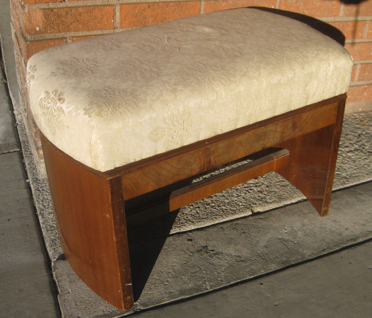 Uhuru Furniture Amp Collectibles Sold Small Bench W