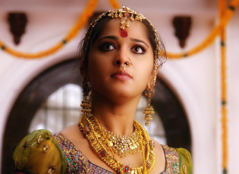 Anushka shetty hot cinema: Anushka shetty in Telugu and tamil movie Arundhati large HD images.