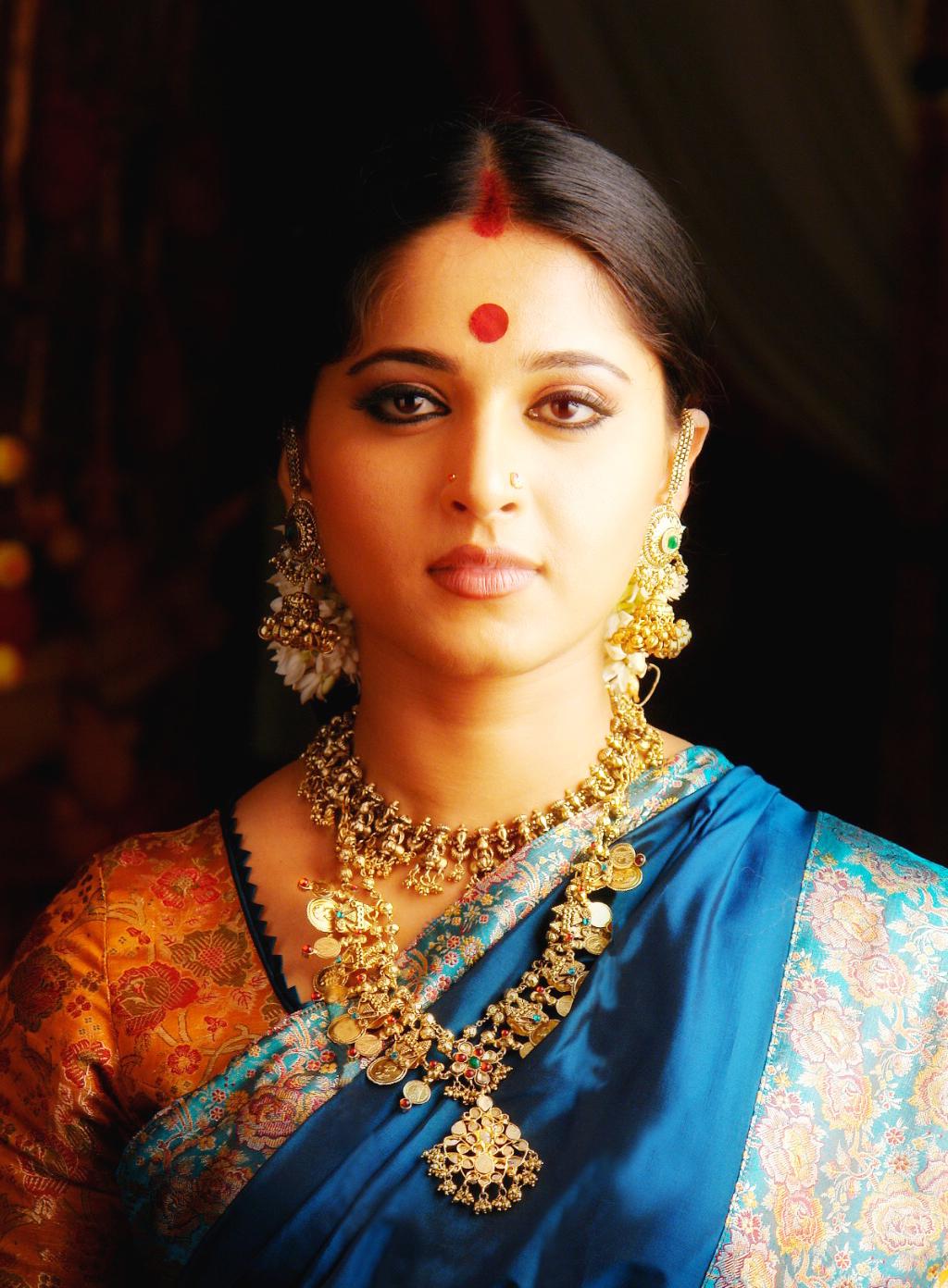 Anushka Shetty Hot Cinema: Anushka Shetty In Telugu And