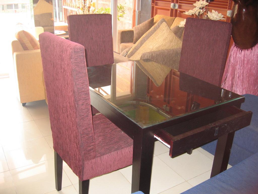 Talitha Furniture Meja Makan