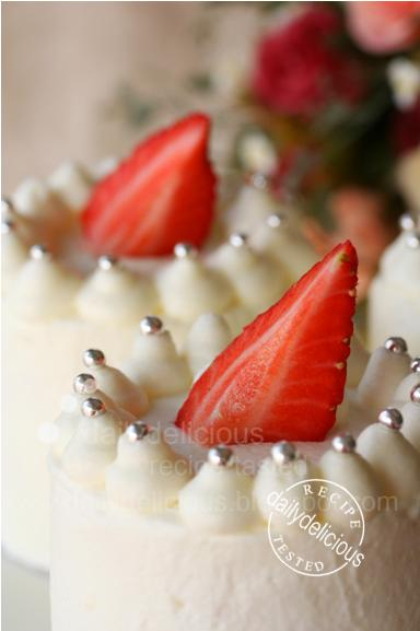 Strawberry Sponge Biscuit Cake Recipe