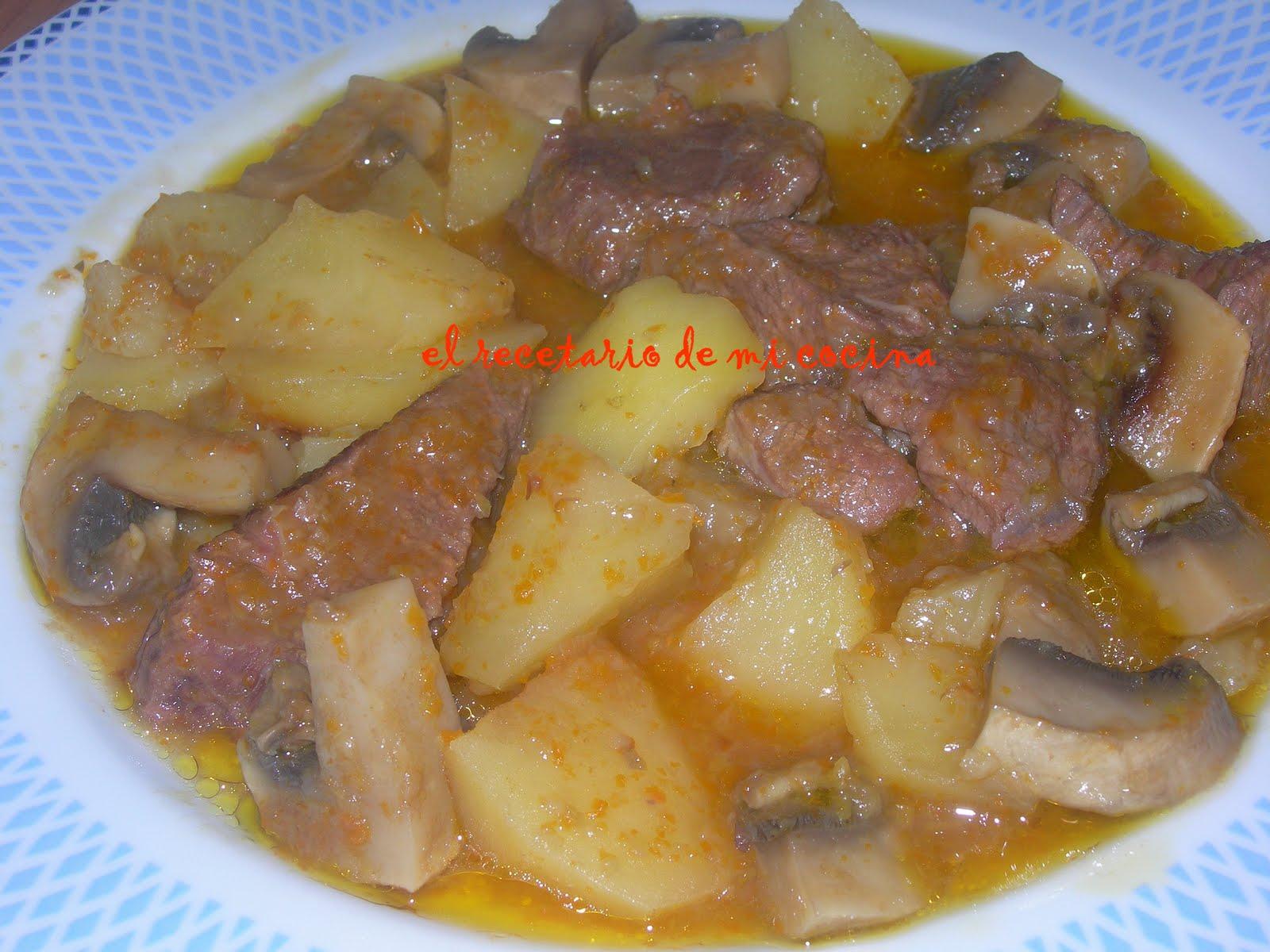 Carne con puerros y espinacas