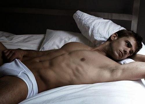 Муж спит голый видео