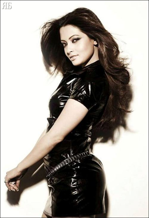 Bollywood Paradize Sexy Riya Sen Photoshoot-9875