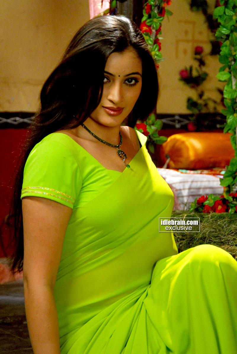 world picture gallery: Telugu actress Navneet Kaur