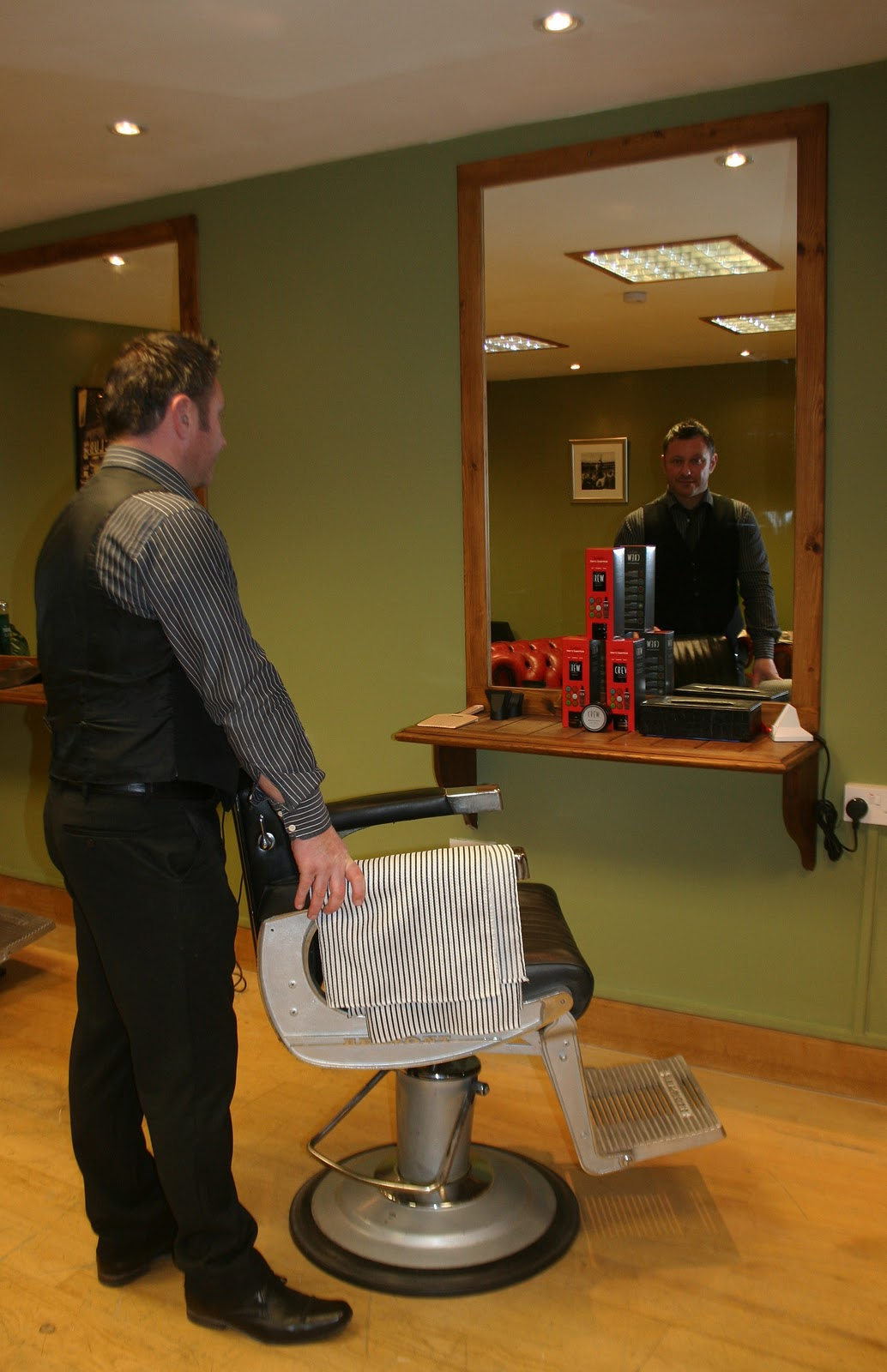 SHEPTON MALLET and Kilver Court shopping in Somerset: Minskys ... - Modern Barber Shop Interior