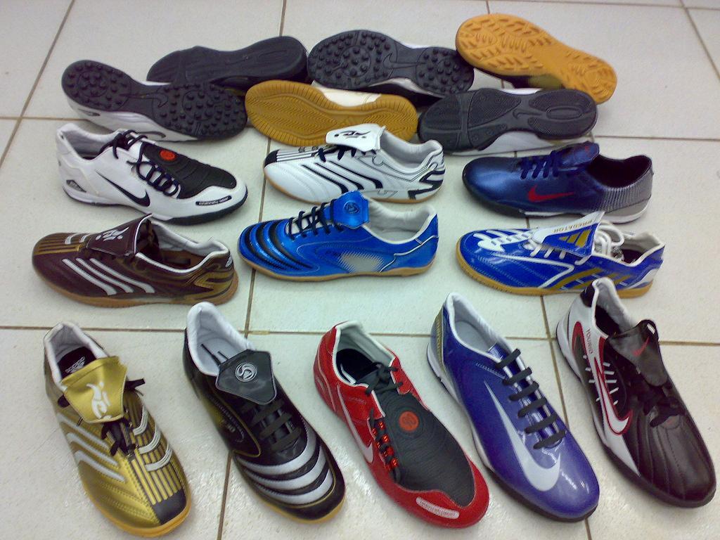 Tips Memilih Sepatu Futsal Ala Atlet Yang Tepat 01b4824ec4