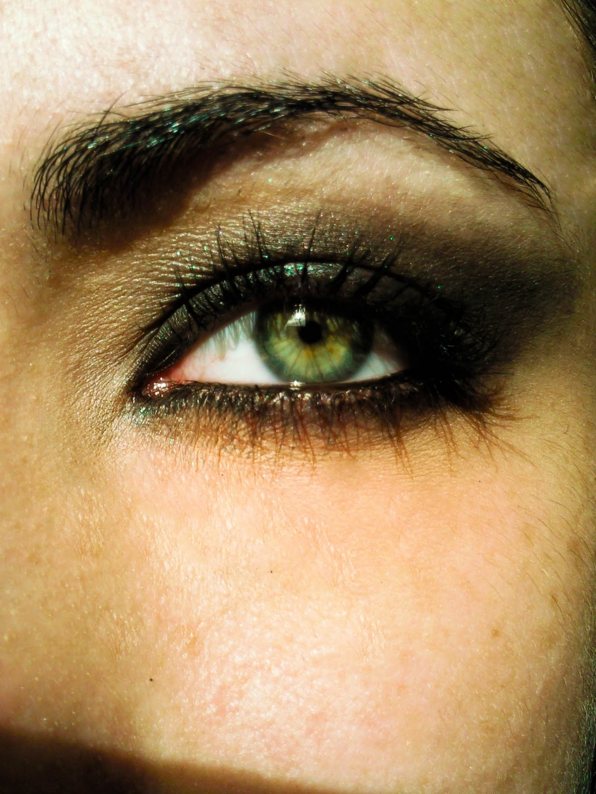 Smokey Eye Makeup Tutorial Step By Step: Makeup And Art Freak: Dark Black Smokey Eyes