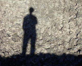 http://3.bp.blogspot.com/_ilDWMchyhCw/TLX7_Vxku8I/AAAAAAAAAP4/LWGtyBPMckc/s1600/shadow.jpg