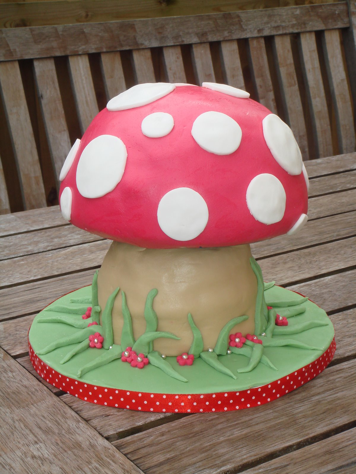 How To Decorate Toadstool Birthday Cake