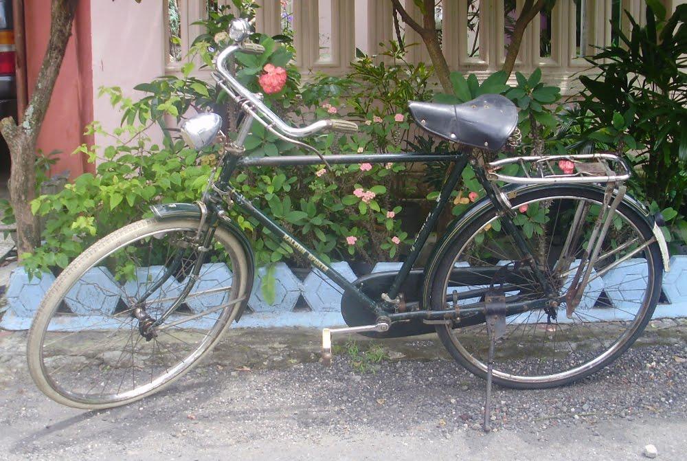 MAHAPUJA PRASASTI ANTIK GALERY: Sepeda Onthel Raleigh Sports