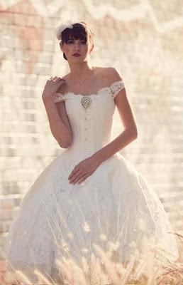 f65103bf5707 Shabby Chic: Vestidos de novia de la diseñadora Joan Shum ...
