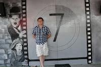 Warszawa, aranżacja baru, wystrój w barze poprzez namalowanie ściennej grafiki z wizerunkiem Charliego Cheplina