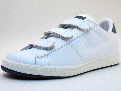 white and gery nike velcro tennis classic V 88414647ed4c