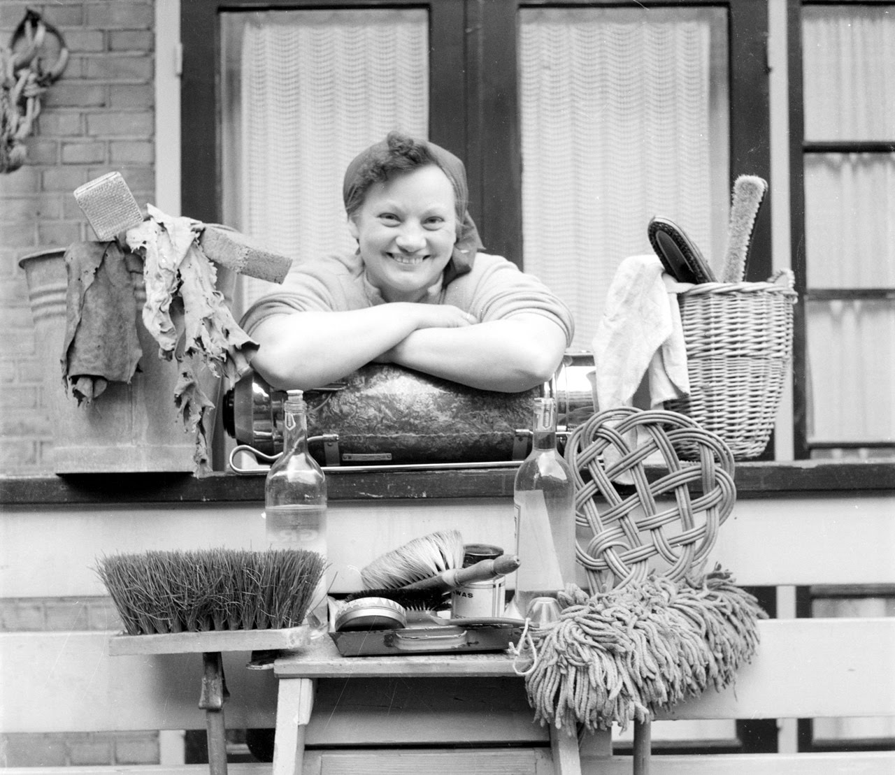 Bint Photobooks On Internet Dutch Housekeeping In The 50s
