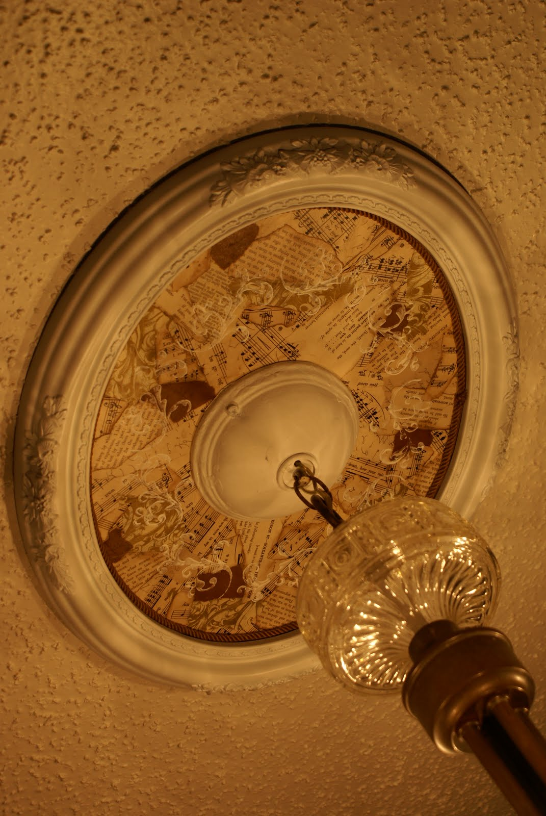 Quill Cottage: STUDIO LIGHTING AND DIY CEILING MEDALLION...