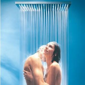 Секс в воде ласка клитора душем