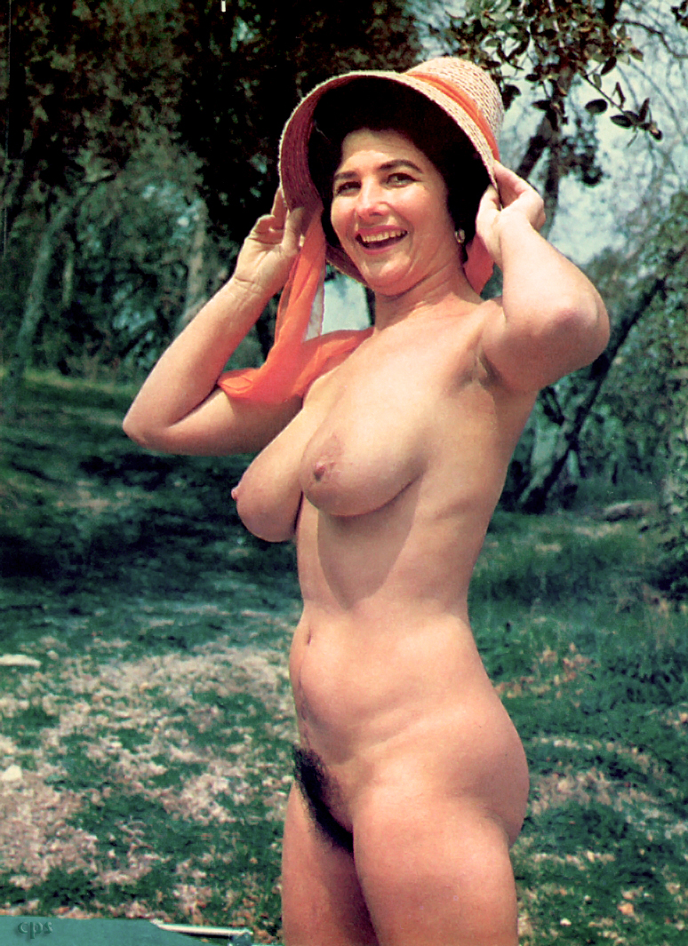 Female nude nudist