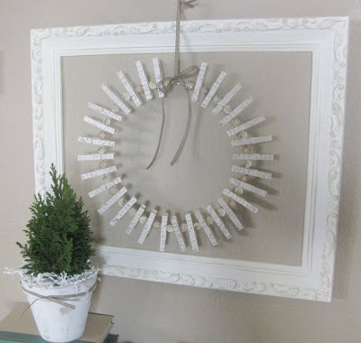 http://www.ferncreekcottage.com/2010/12/christmas-card-holder-wreath.html
