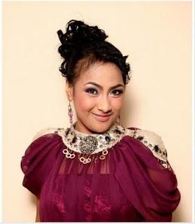 fika yuliana yang menjadi kebanggaan warga berau akan tampil lagi di babak 2 besar kontes dangdut indonesia kdi 6 disiarkan tpi pada malam grand