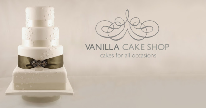Vanilla Cake Shop Ivory cake with brooch