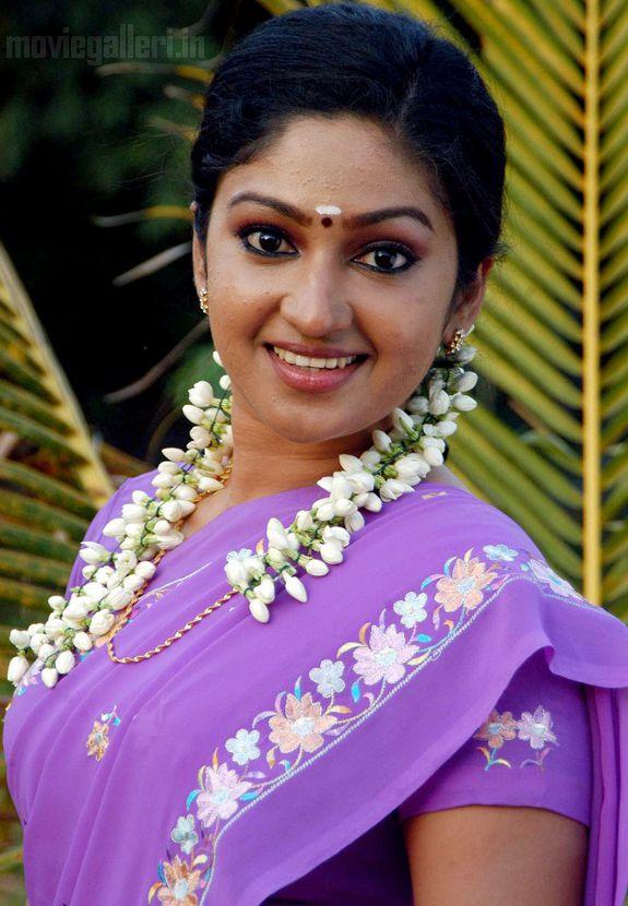 http://3.bp.blogspot.com/_kLvzpyZm7zM/S7ccI_BuZqI/AAAAAAAAIy8/BEi73GsD9zA/s1600/Actress-Mithra-Hot-Stills-pictures-04.jpg