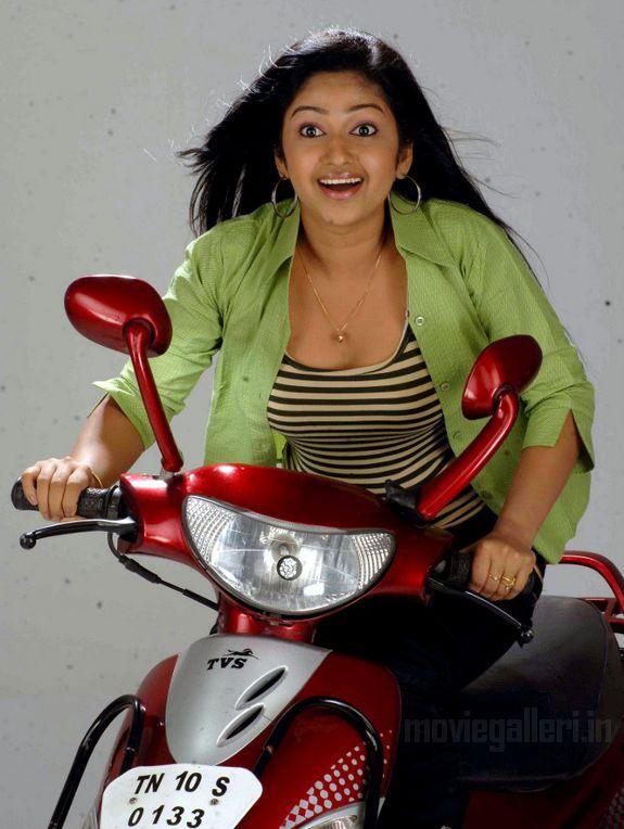 http://3.bp.blogspot.com/_kLvzpyZm7zM/S7ccJM_J_NI/AAAAAAAAIzE/gX-jNeKGAak/s1600/Actress-Mithra-Hot-Stills-pictures-03.jpg