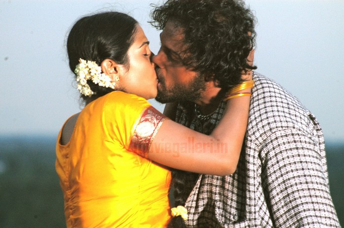 Tamil actress kissing images