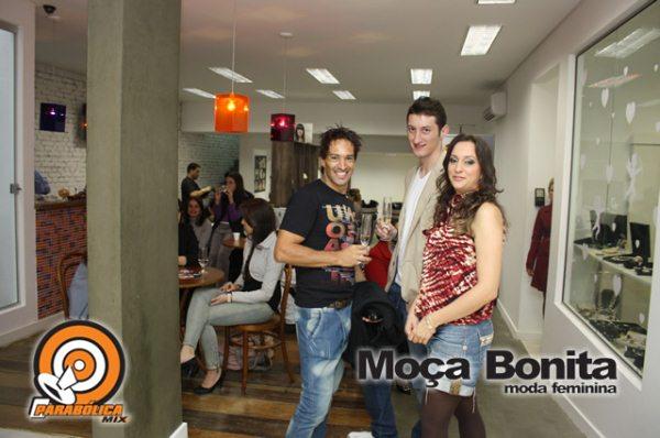 689677747c A loja Moça Bonita, de Joinville, com showroom junto ao Shopping  Americanas, apresentou sua coleção durante concorrido desfile, realizado em  12 de junho, ...