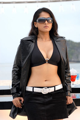 Anushka+Sexy+Photos-11