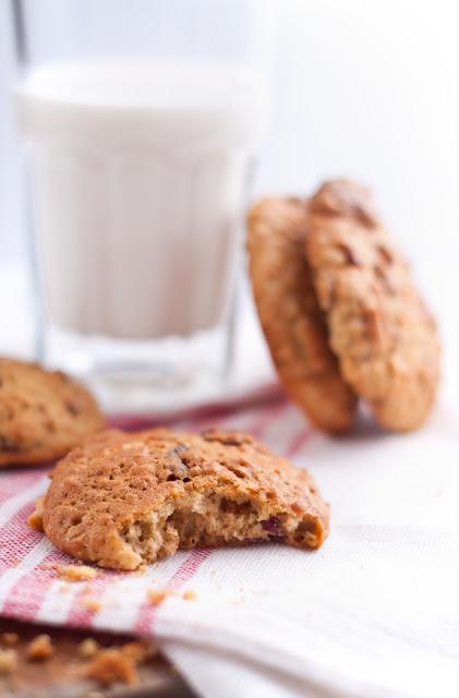 Овесени бисквити с червени боровинки