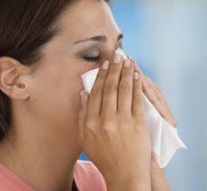 mujer nariz pañuelo