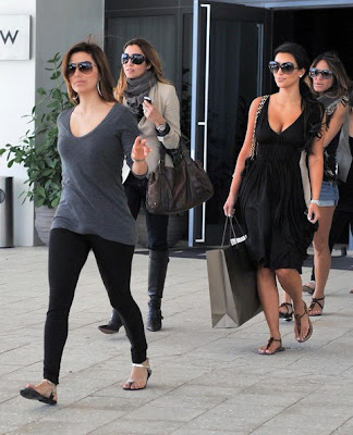7ea1d1ccc6c Kim Kardashian was spotted yesterday leaving Eva Longoria Parker s birthday  lunch at the W Hotel in Miami and doing some shopping wearing her Sam  Edelman ...