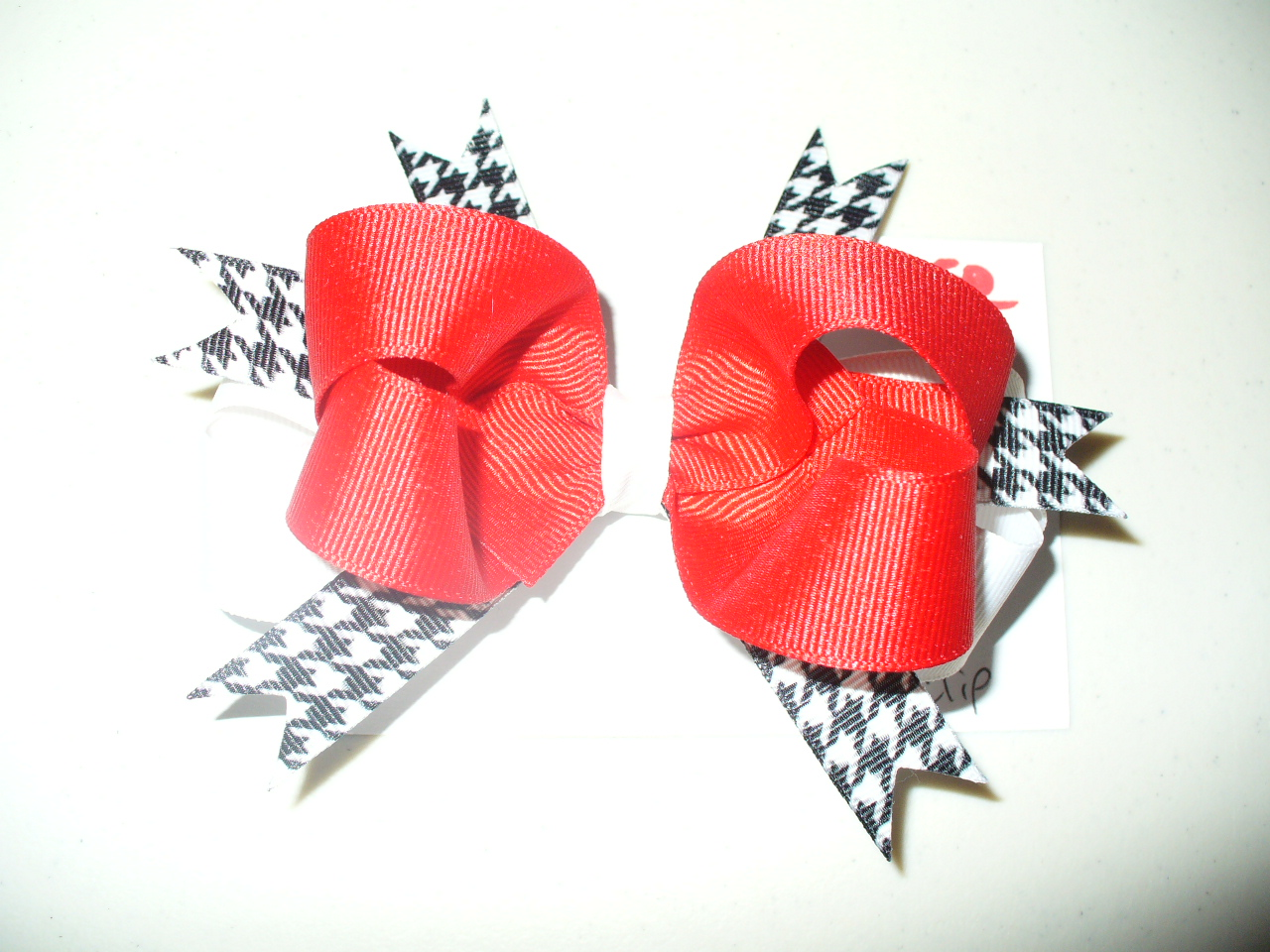 Welcome to Think Pink Bowtique!! In our store we carry a wide selection of beautiful unique and affordable hair accessories, petti rompers, dresses, necklaces, leg warmers and much more for your precious little one!5/5(K).