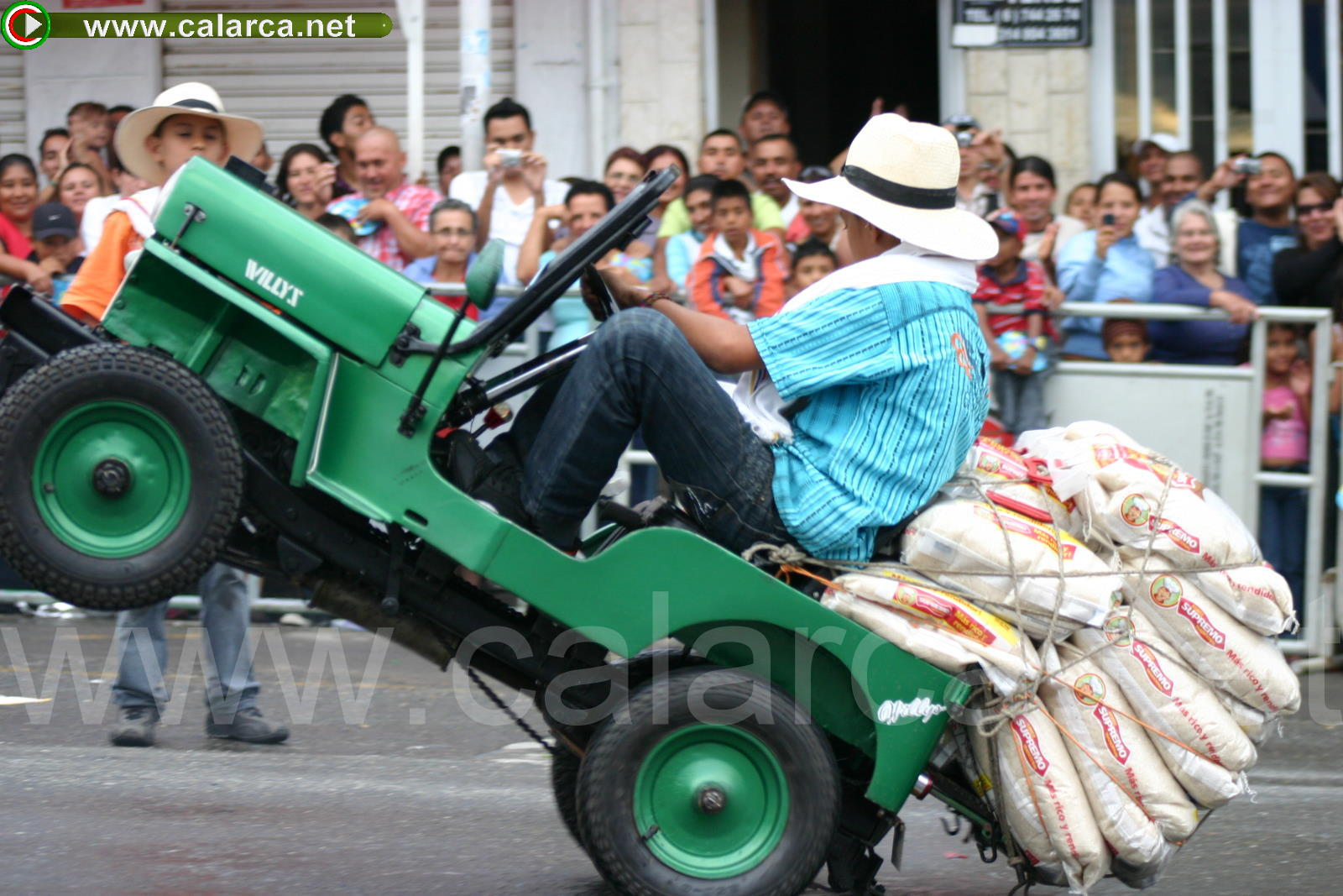 Desfile del mini-Yipao