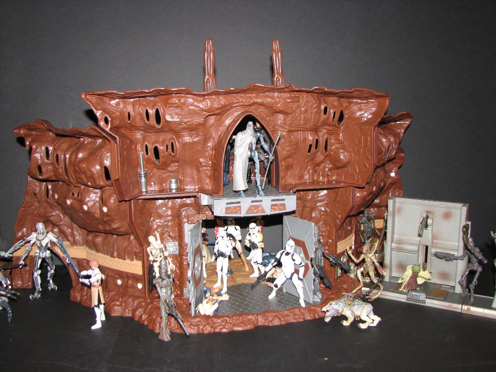 AJV's Collections Local: Star Wars Playsets: Geonosis ...