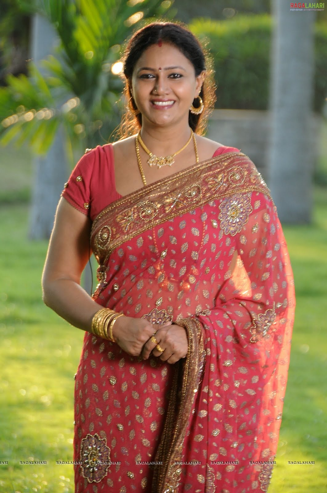 raksha actress aunty saree stills aunties tollywood latest still zone nagavalli resolution actresses posted seducing cinesizzlers