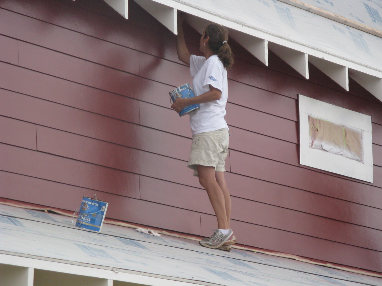 Picking exterior paint - How to spray paint your house exterior ...